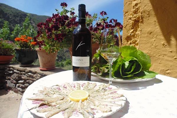 Sherry Fino mit Sardinenfilets und Salat
