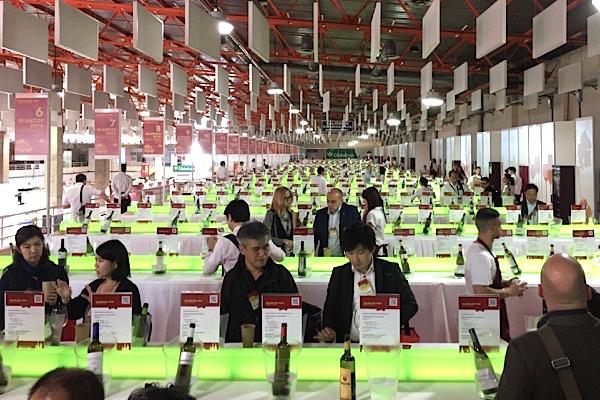 Weingalerie auf der Fenavin