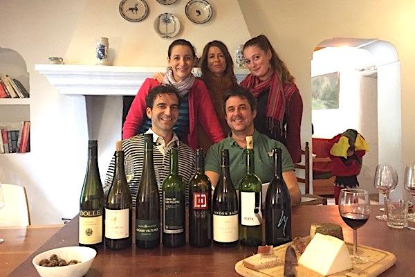 Verkosterteam mit Weinen aus Spanien und Österreich