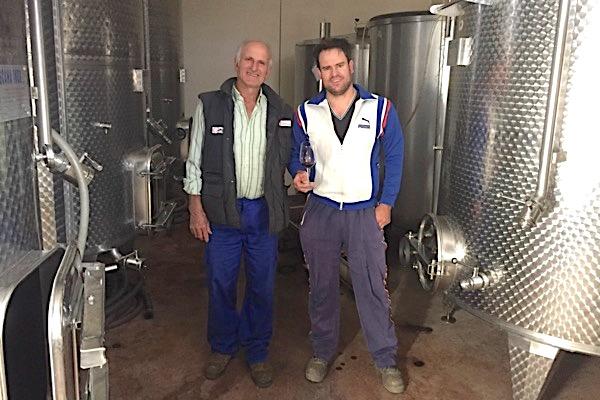 Antonio und Alberto Garcia in ihrem Keller
