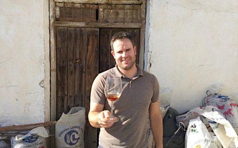 Alberto Garcia mit altem Wein