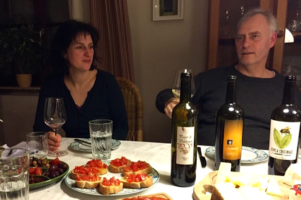 Richard und Sandra beim Weingenuss