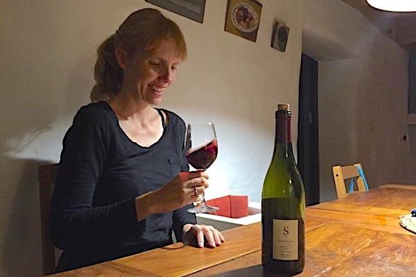 Emily mit Schuberts Pinot Noir
