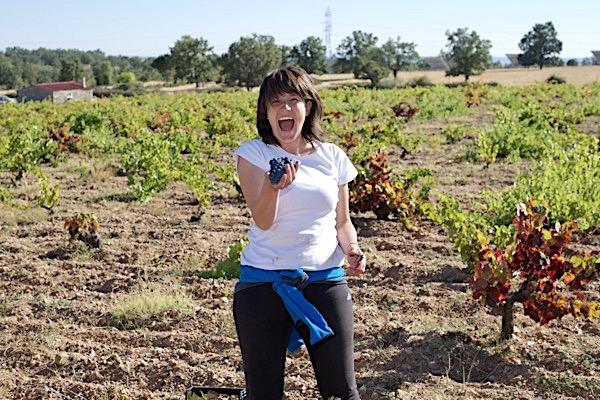Liliana Fernández bei der Weinlese