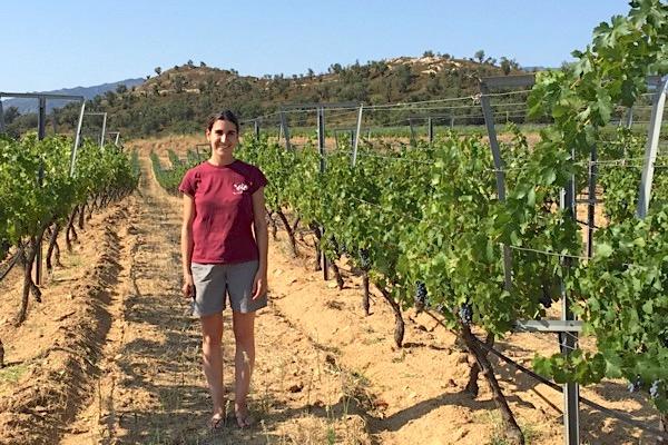 Carlota Pena in einem der biodynamisch bewirtschafteten Weinberge