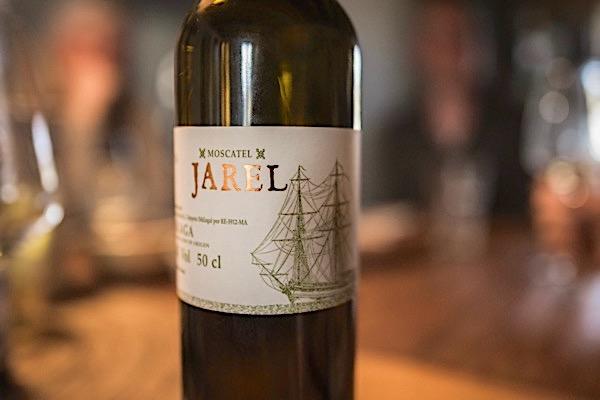 Jarel Moscatel 2017. Natürlicher Süßwein. 13% Vol., 130 g/l RZ. Fein und frisch.