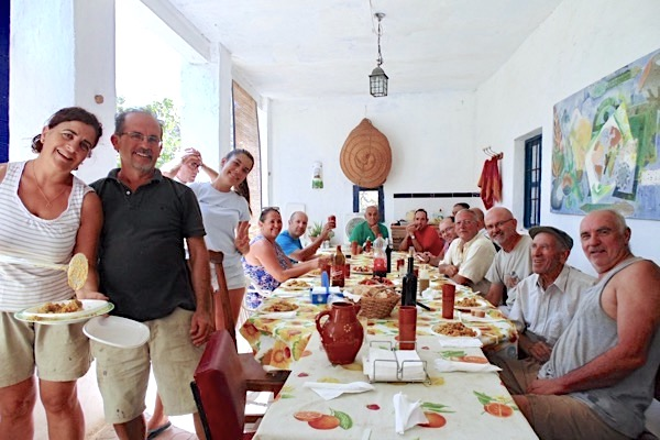 Nach der Weinlese bei Bodegas Ramla Huarea gibts Paella.