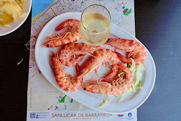 Manzanilla mit Langustinos in Sanlúcar de Barrameda.