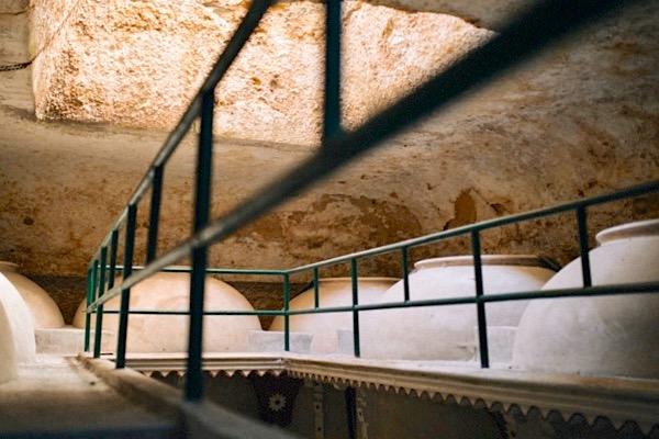 100 Jahre alte Tonamphoren, in denen Las Tinadas ausgebaut wird