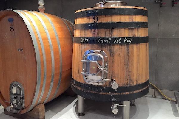 Ein Parzellenwein, 2,5 Hektar, aus über 80 Jahre alten Reben ist Carril del Rey.
