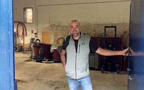 Javier Revert im Weinkeller